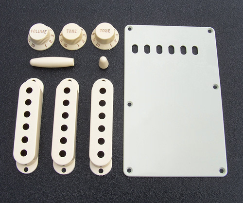 099-1368-000 0991368000 - Fender Stratocaster Aged White Accessory Kit